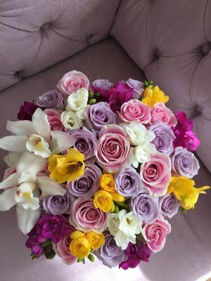 aranjament flori frezii trandafiri walrose brasov romania