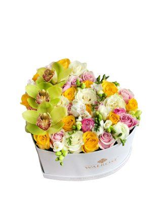cutie cu flori in forma de inima livrare gratuita brasov florarie